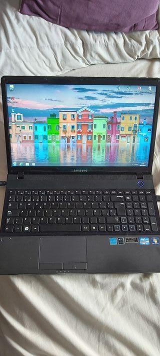 Portatil Samsung 15'6'' con Disco Duro SSD 256