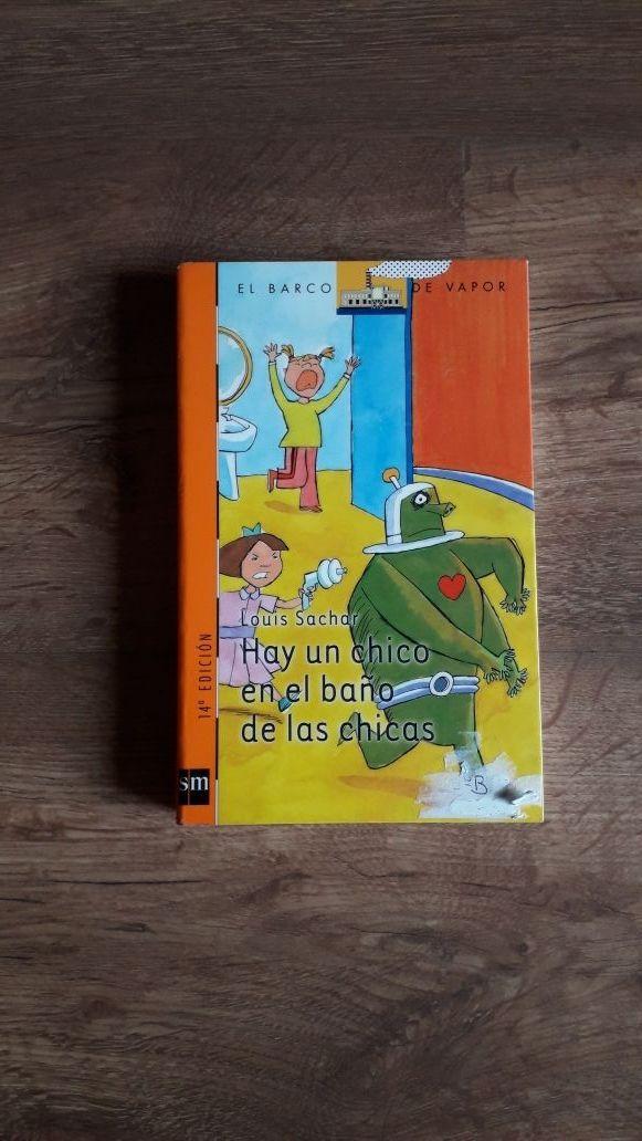 Libro infantil Hay un chico en el baño de las chic