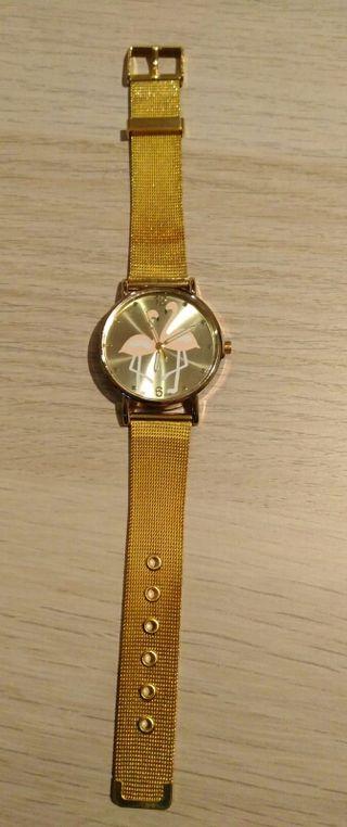 Reloj color oro, marca Uvepersonal