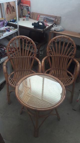mesa y sillas terraza jardin