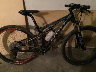 Bicicleta de montaña de doble suspensión