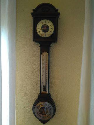 Reloj antiguo de pared, barómetro, termómetro....