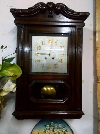 Reloj de pared antiguo. S XIX