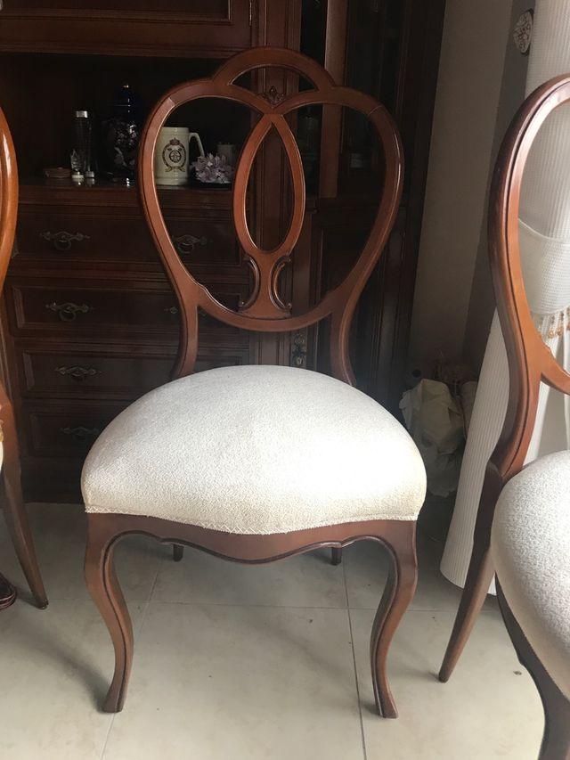 Mesa y 5 sillas