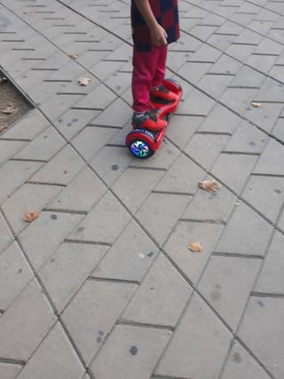 patinete eléctrico con luces