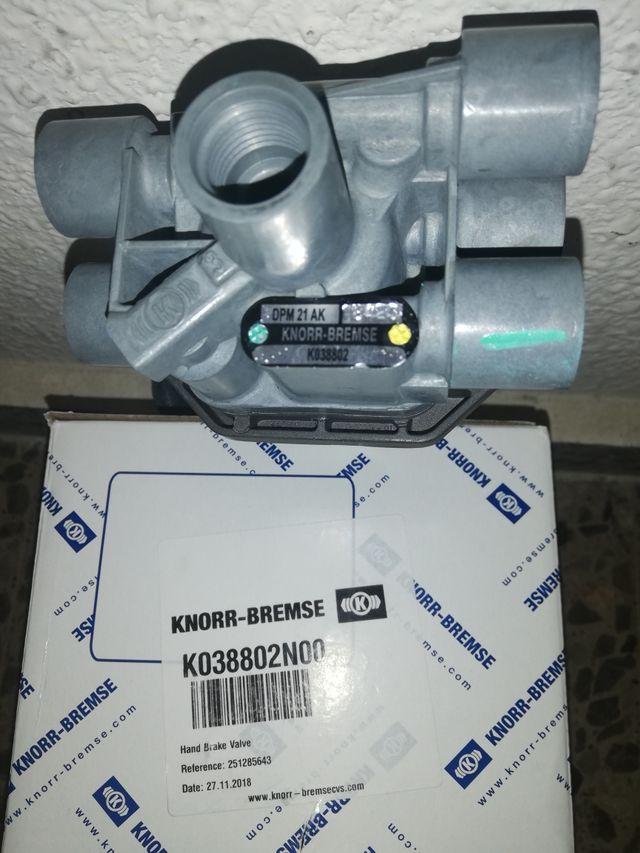 Válvula freno mano KNORR DPM21AK Mercedes Actros