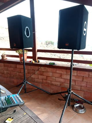 Equipo sonido ->2 Altavoces autoamplificados de 15