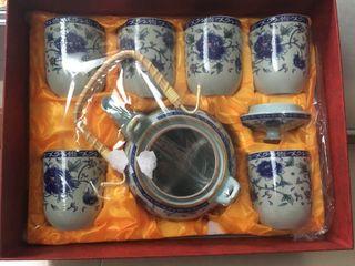 Juego de té de porcelana NUEVO sin abrir.