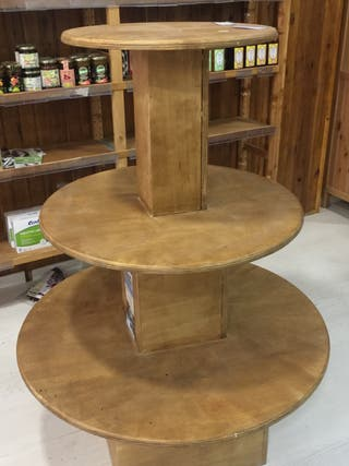 Mueble expositor de madera maciza de pino