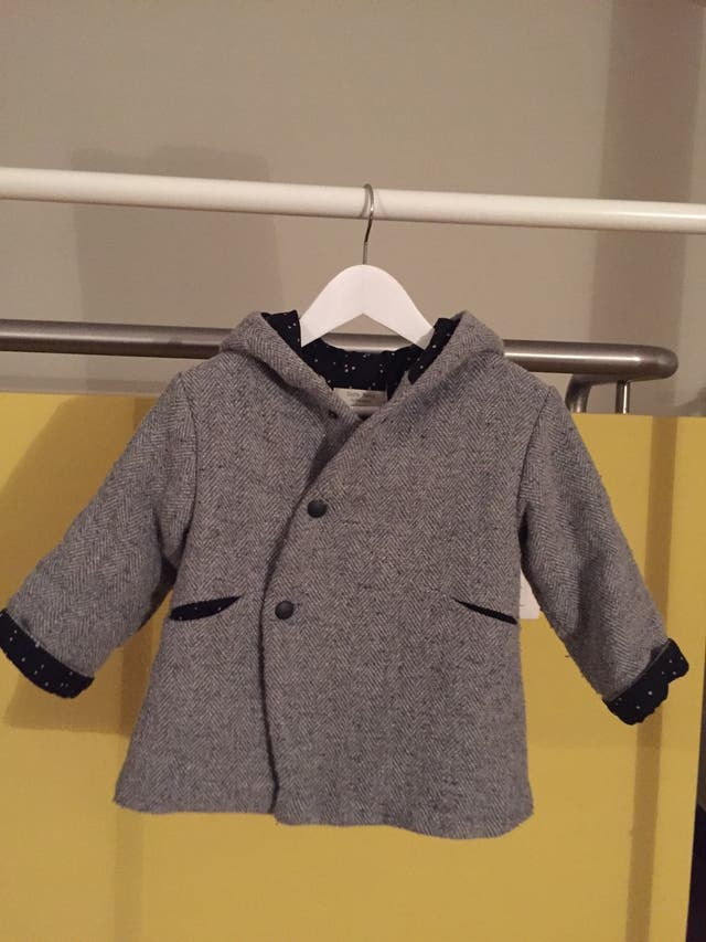 Trenka gris con capucha Talla 2/3 años