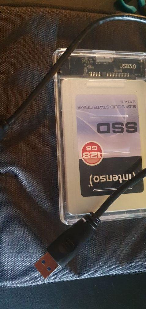 disco SSD de 128gb con caja adaptador.