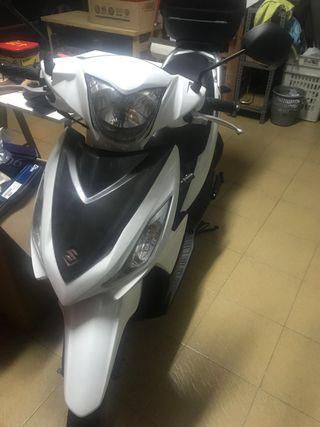 Moto Suzuki Adress 110
