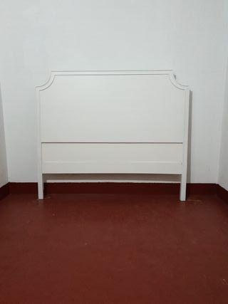 Cabecero de madera de 128 cm lacado en blanco.