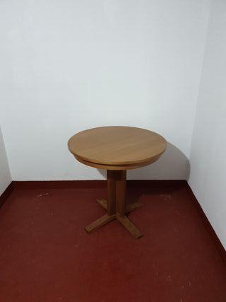 Mesa de 100cm de de diámetro extensible a 145 cm.