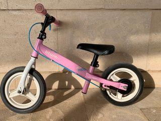 Bicicleta sin pedales con freno