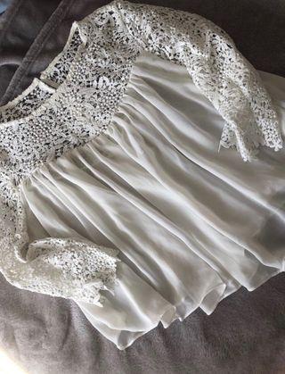 Blusa blanca manga encaje.