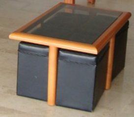 Mesa centro en cristal, madera y con 4 Puffs