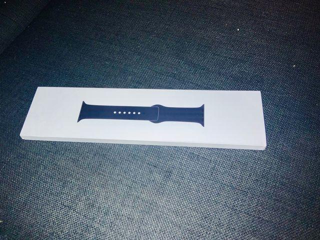 Unworn* Genuine Apple Straps (44mm) - Black