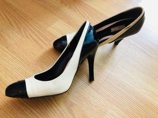 Zapatos blancos y negros