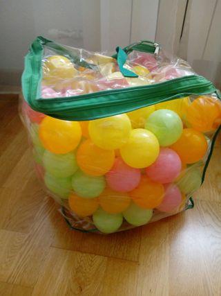 pelotas de plástico