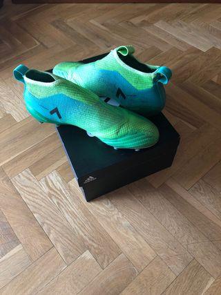 Botas tacos de fútbol