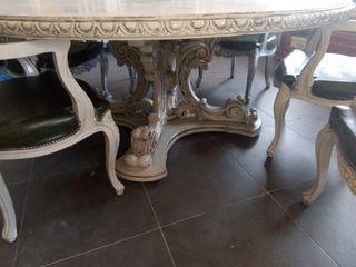 mesa y sillas señoriales