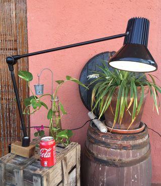 Antigua lámpara de trabajo industrial