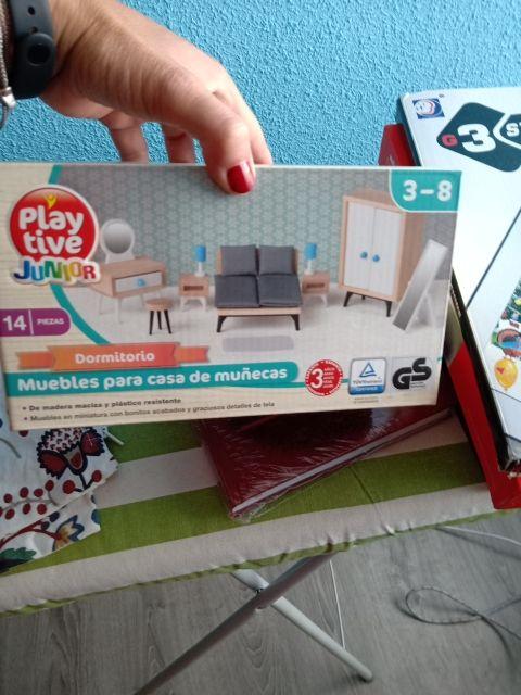 muebles para casa de muñecos