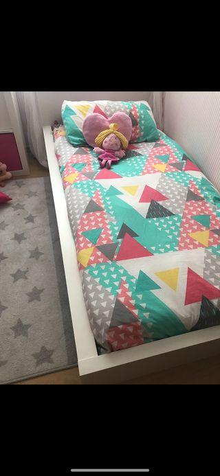 Cama IKEA sin colchón