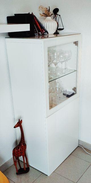 Vitrina blanca con modulo transparente y uno opaco