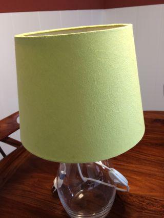 Dos lamparas de sobre mesa. 15€ las dos