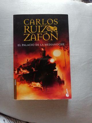 """Libro """"El Palacio de la Medianoche"""""""