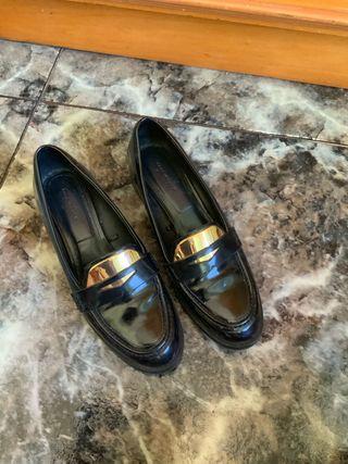 Zapatos negros y dorados talla 39