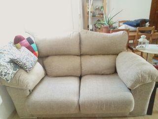 sofá de dos plazas con asiento extensible