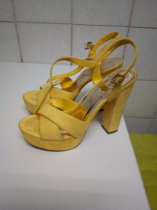 Sandalias plataforma tacón alto amarillas