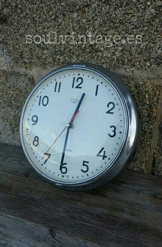 Reloj pared Titán