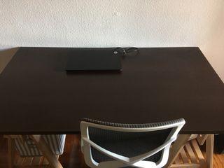 Mesa de tablero y caballetes. Estudio y trabajo