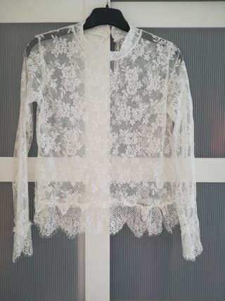Blusa transparente de encaje