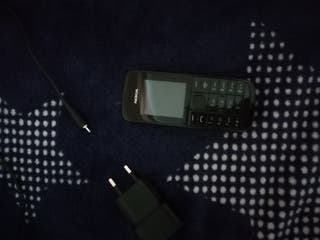 teléfono nokia con cargador