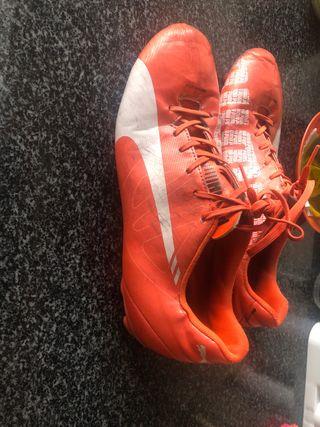 Botas zapatillas de tacos fútbol puma