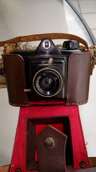 Cámara de fotos antigua Winar