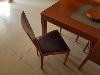 Conjunto mueble comedor + mesa +4 sillas.