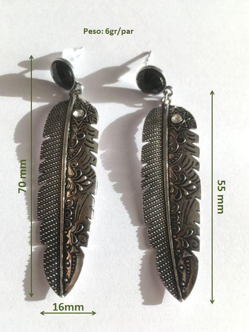 Pendientes de hojas o plumas con bolas negras