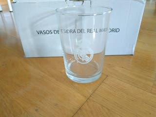 Juego de vasos de sidra del real Madrid
