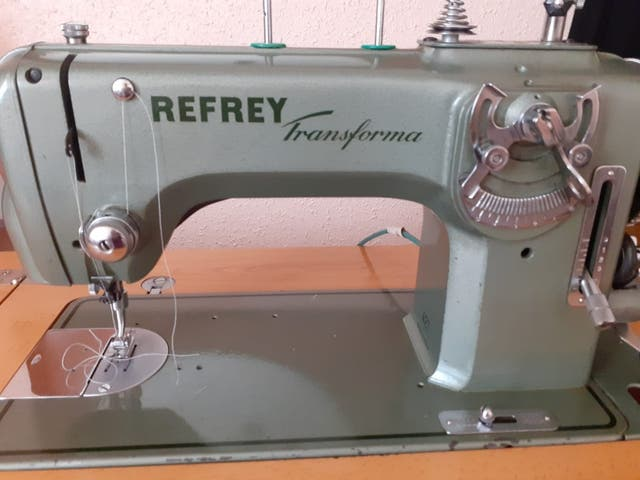 Maquina de coser Refrey Transforma 427 de segunda mano por