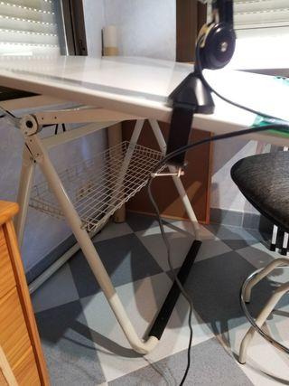Mesa Dibujo Tecnico, Silla y Flexo Luz con Lupa