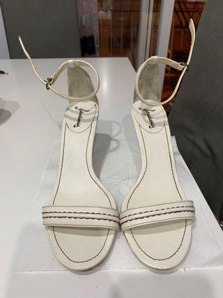 Sandalia blanco roto/marron 8€
