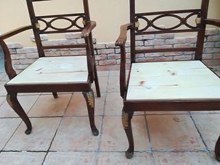 sillones antiguos con detalles en pan de oro