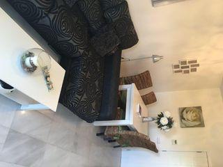 Mueble modular de salón, mesas y sillas