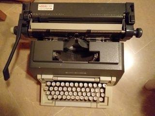 se vende máquina de escribir olivetti 98